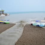 15. Центральный пляж г.Судак. Во время дождя в море течёт грязь...